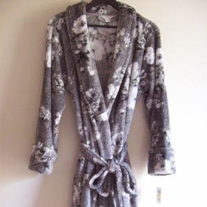 NWT Short Super Soft Floral  Robe SZ _ M